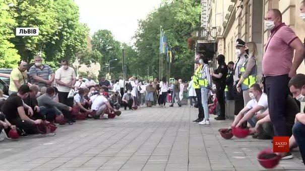 Працівники шахти «Надія» протестували під Львівською облрадою