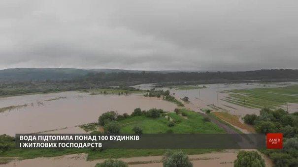 Мешканці підтопленого села Зарічне на Львівщині розповіли про наслідки негоди