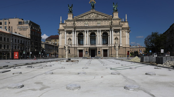 Наприкінці вересня біля львівського оперного театру запрацює сухий фонтан