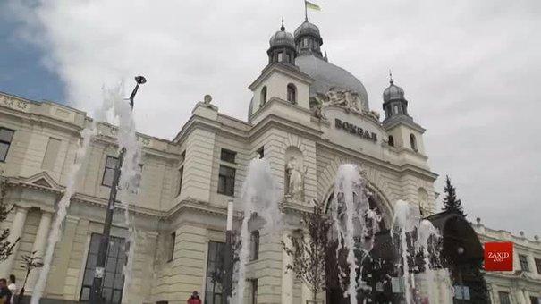 Біля головного вокзалу у Львові запрацював фонтан
