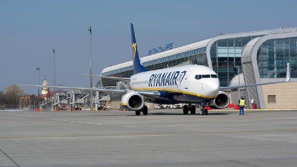 Група хасидів прибула в Україну через львівський аеропорт