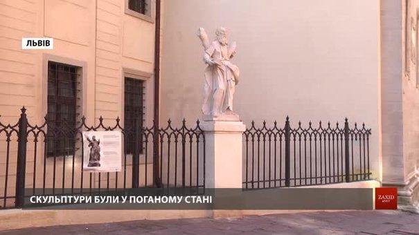 Біля львівської катедри встановили відреставровані 300-літні скульптури