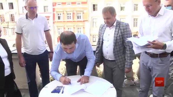 У львівській мерії підписали перший меморандум про співпрацю з ОСББ