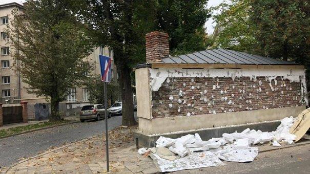 Кандидат в мери Львова Назарій Брезіцький почав демонтаж свого самобуду