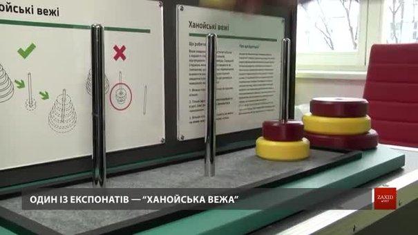 Для львівських шкіл придбали мобільну лабораторію з математики