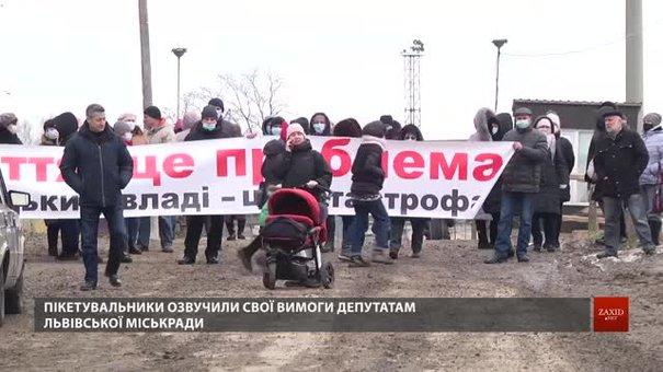 Протестувальники завадили депутатам ЛМР оглянути ділянку сміттєпереробного заводу