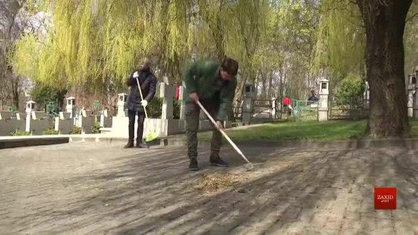 Львів'яни вийшли на толоку перед Вербною неділею
