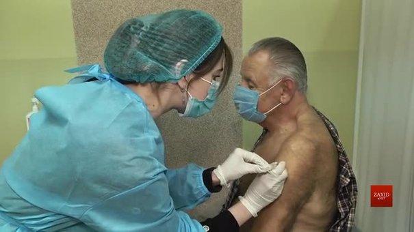 З наступного тижня львів'янам вводитимуть другу дозу вакцини Pfizer