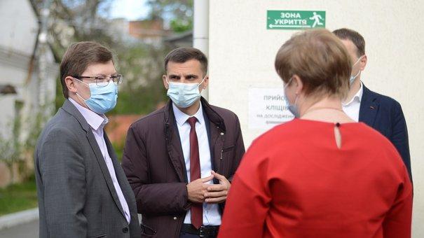 ЄС та ВООЗ придбали для лабораторного центру у Львові обладнання на майже 200 тис. доларів
