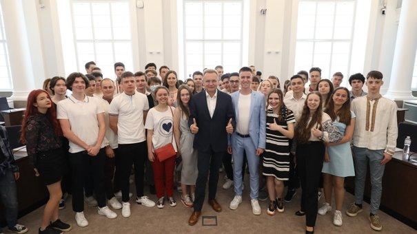 58 львівських випускників із найвищими балами ЗНО отримали премії від міста
