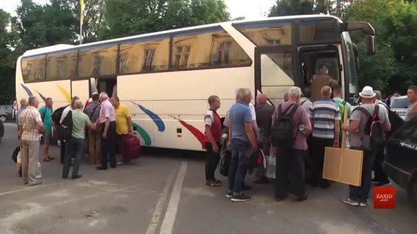 Львівські пенсіонери та ветерани МВС вирушили до Києва на всеукраїнську акцію протесту