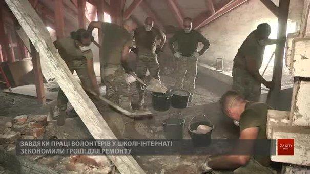 Військові НАТО допомагають відновлювати школу-інтернат у Краковці