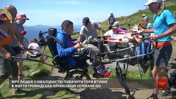 Львівські ветерани АТО підняли на гору Піп Іван чоловіка з ДЦП