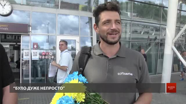 В аеропорту зустріли львів'янина Віталія Ступака, який переплив Ла-Манш
