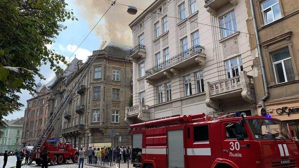 У центрі Львова загорілося горище будинку