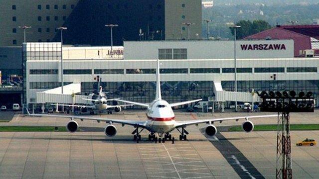 Варшавський аеропорт відновив роботу після аварійної посадки літака