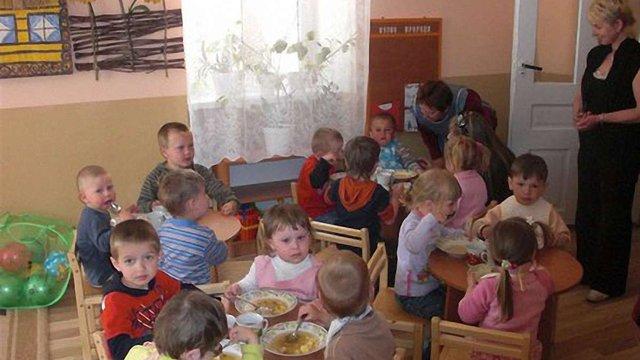 Негласні побори в закладах освіти обходяться батькам до тисячі гривень на рік