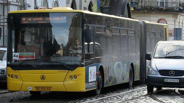 ЛАЗ має поремонтувати автобуси, поставлені Львову, - Садовий