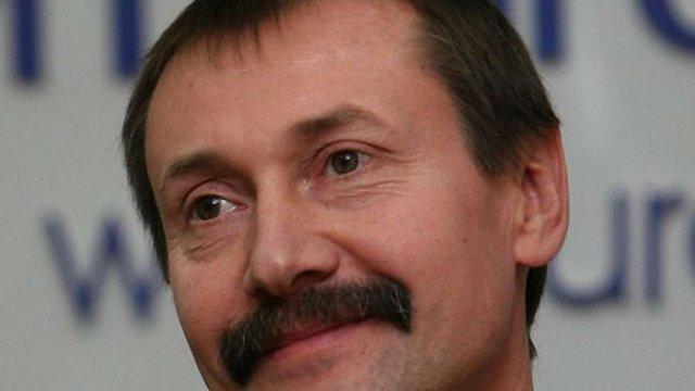 На Буковині губернатор та його підлеглі вийшли з лопатами на вулиці