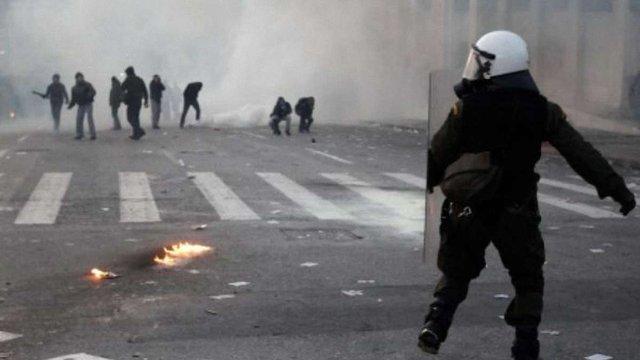 Грецію охопили протести: у столиці – підпали і пограбування