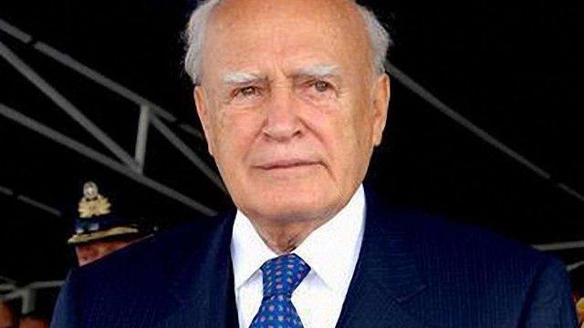 Президент Греції відмовився від зарплатні через кризу