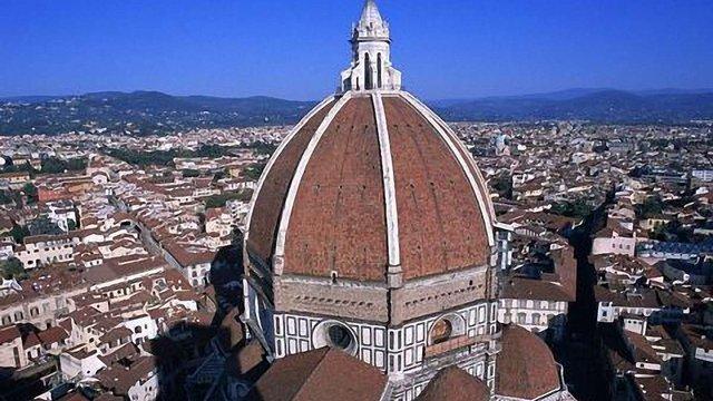 Прем'єр-міністр Італії хоче оподаткувати нерухомість церкви