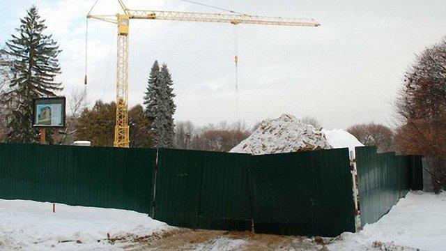 Львів просить Азарова зреагувати на самобуд регіонала в парку