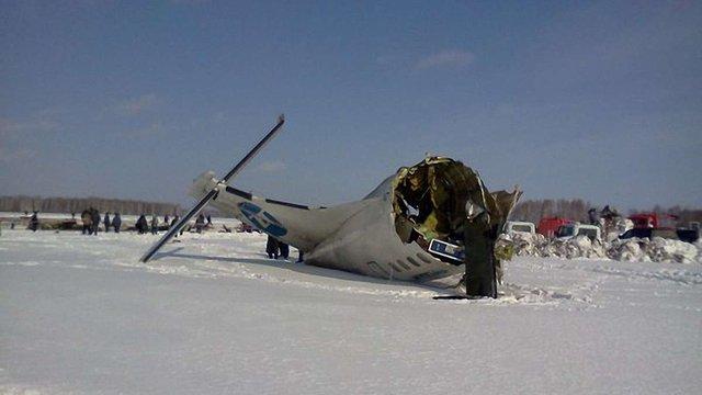 Літак в Тюмені розбився, зачепивши землю двигуном