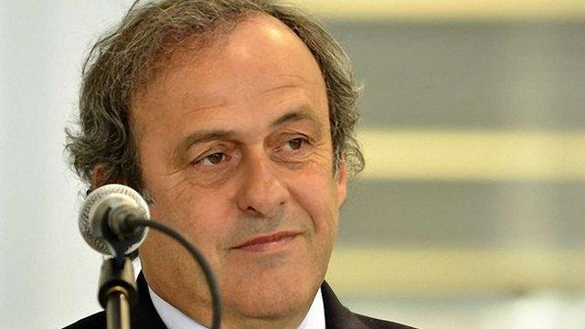 УЄФА зобов'язала Польщу замінити покриття на стадіонах до Євро-2012