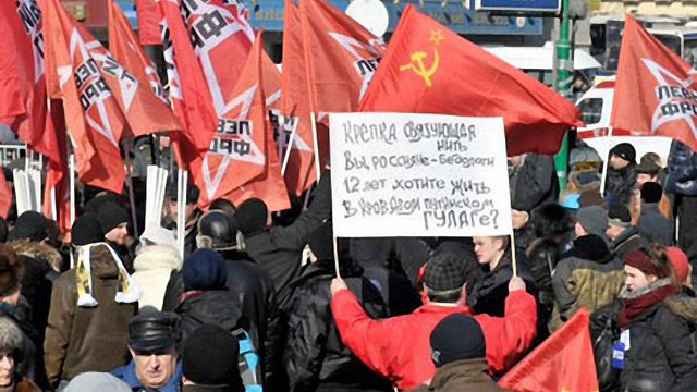 Російських опозиціонерів відпустили з поліції