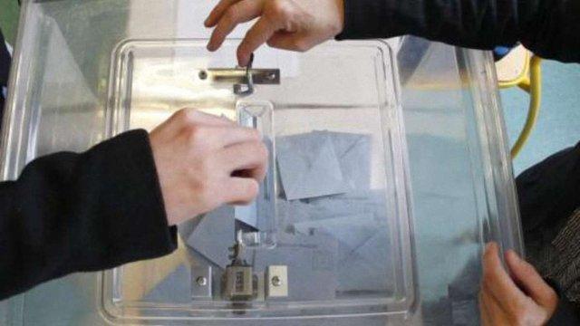 Соціалісти здобули абсолютну більшість у Національній асамблеї Франції