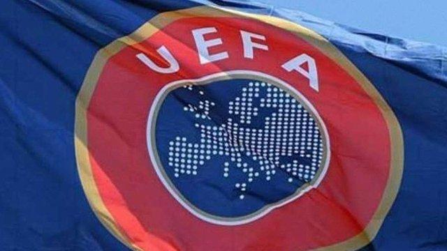 УЄФА оштрафував Росію і Польщу через уболівальників