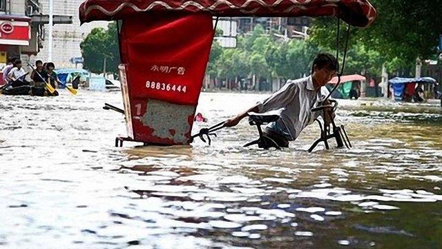 Кількість жертв повені у Пекіні зросла до 77 осіб