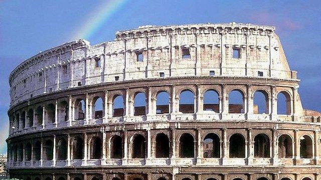 Колізей в Італії похилився