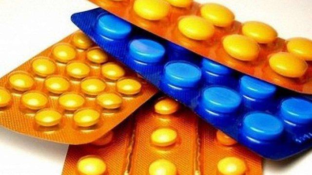На контроль над ринком ліків претендує Азаров