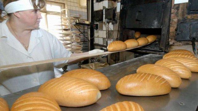 АМКУ рекомендує пекарям не піднімати ціни на хліб