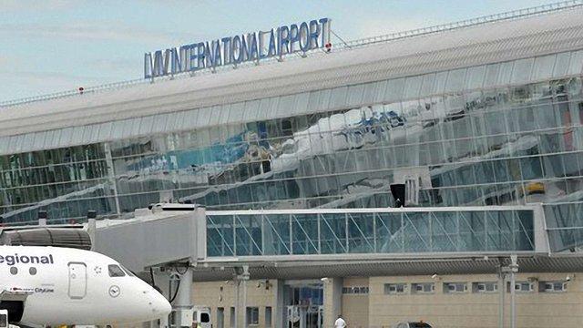 Аеропорт Львова зупинив обслуговування рейсів «Аеросвіту»