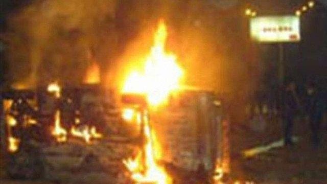 Понад тисячу автівок підпалили вандали у Франції