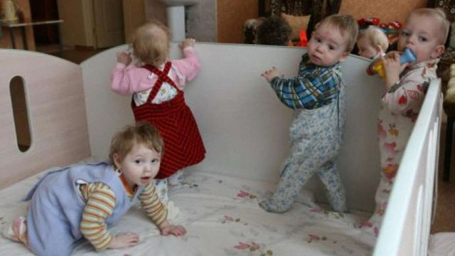В Росії на 130 тисяч сиріт – лише 18 тисяч усиновлювачів