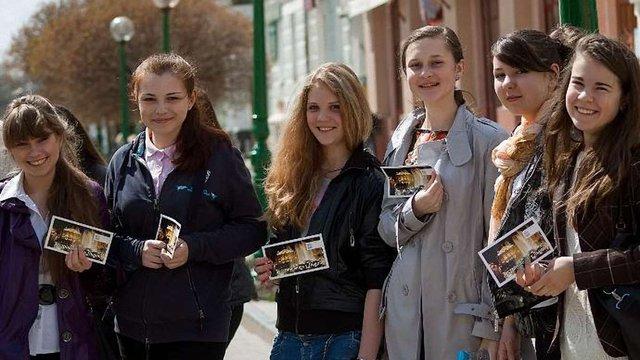 Школярам Сум подарують книги львівських видавництв