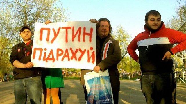 У Москві поліція затримала активістів з плакатами «Путін пiдрахуй»