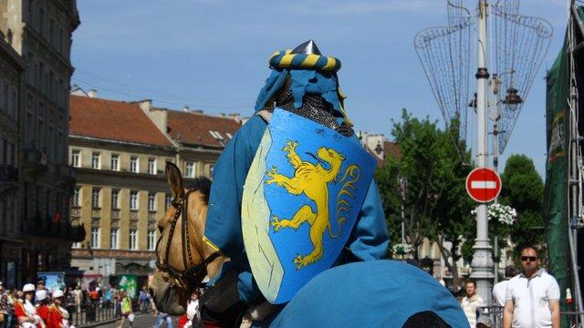 Сурмачі, король Данило і казкові герої: у Львові парад до Дня міста
