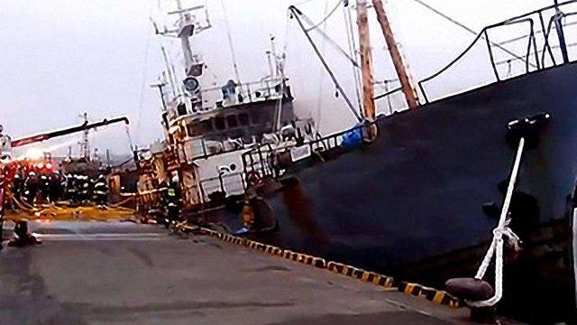 В японському порту горіло судно: травмовано українця, 6 росіян загинули