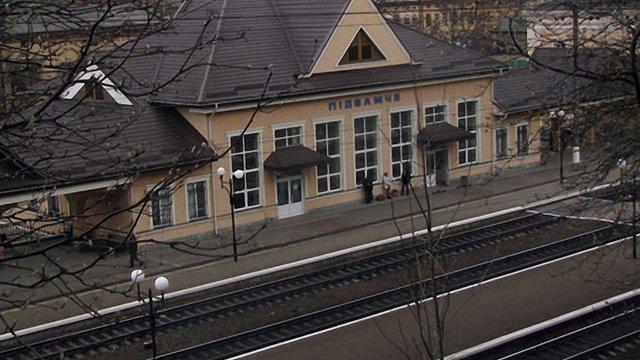 У Львові вантажний потяг збив чоловіка: потерпілий у комі