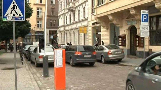 Паркувальна зона на вулиці Валовій має 78 паркомісць