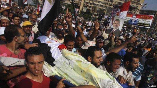 У Каїрі стріляли по прихильниках Мурсі: загинули 40 людей