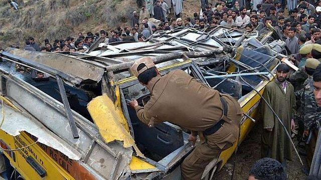 В Індії шкільний автобус зіткнувся з вантажівкою: загинули 13 дітей