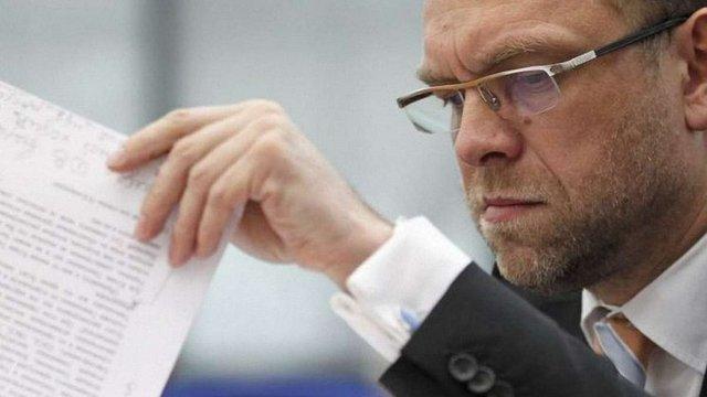 Відповідно до закону Тимошенко мали звільнити 1 серпня, – Власенко