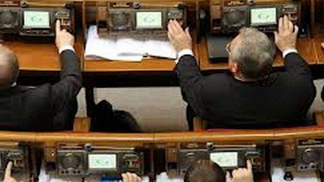 Майже половина фракції Партії регіонів – кнопкодави. Список