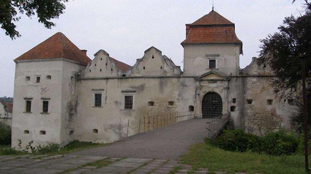 Свірзький замок: залишити чи забрати?